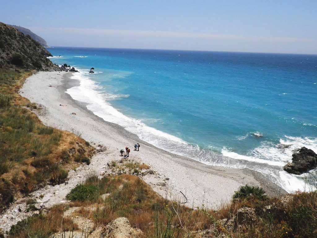 La Playa de Las Alberquillas, Maro