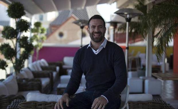 Carlos cabezas en la terraza de nuestro hotel en Málaga centro