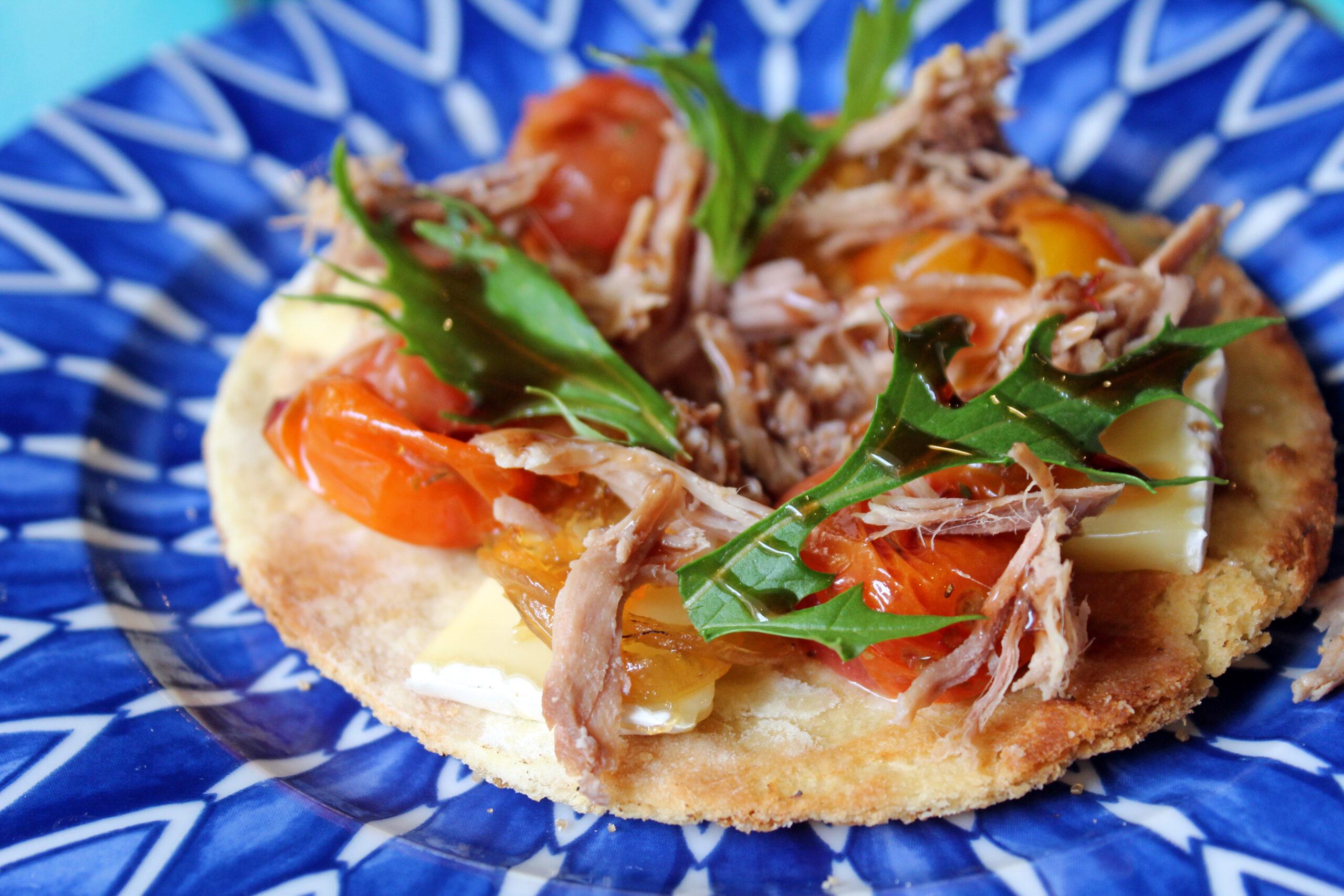 Pizzeta malagueña de chivo y briqueta de cabra